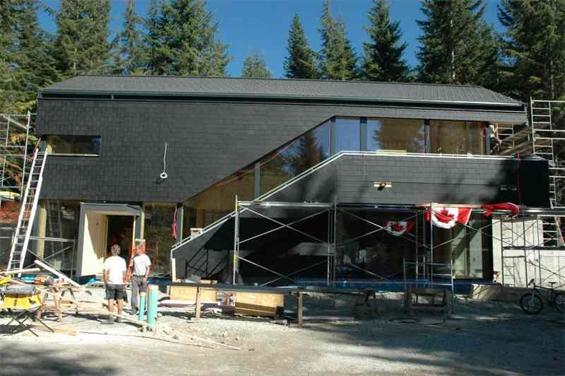 Die Gebäudehülle des Österreich-Hauses ist seit Ende September fertiggestellt. (Foto: